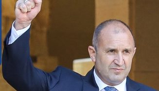 Румен Радев удвоява заплатите и пенсиите в цяла България